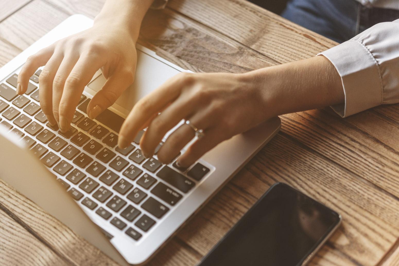 Lenovo ThinkPad T15 – biznesowy laptop do zadań specjalnych