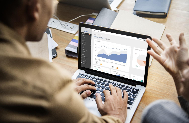 Dlaczego HP EliteBook 840 G6 to laptop w delegacje?