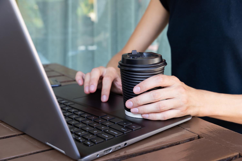 Laptop na uczelnie i staże zagraniczne – porady zakupowe